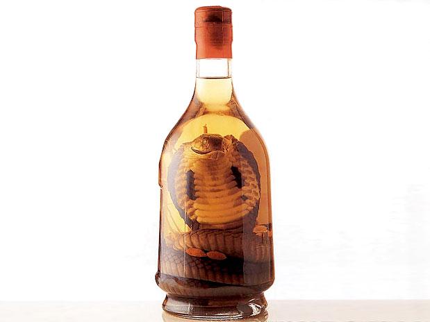 Comidas Estranhas - Vinho de Cobra